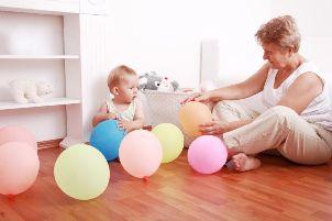 Выбор для мамы: бабушка или няня?